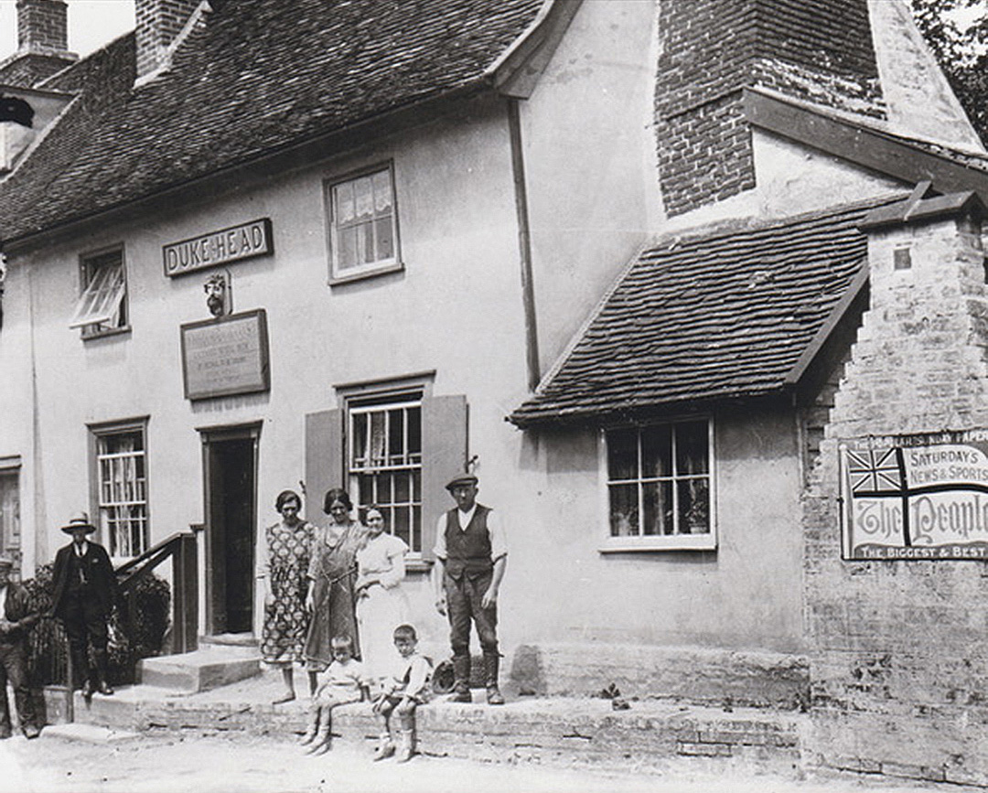 The Ellis family at the Dukes Head in Coddenham